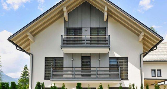 Modernes Einfamilienhaus mit Alu Design Barcelona Balkon