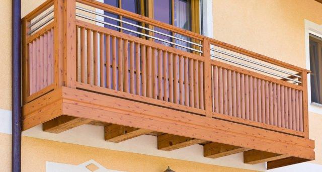 Holzoptik mit Alu Design Trento Balkongeländer