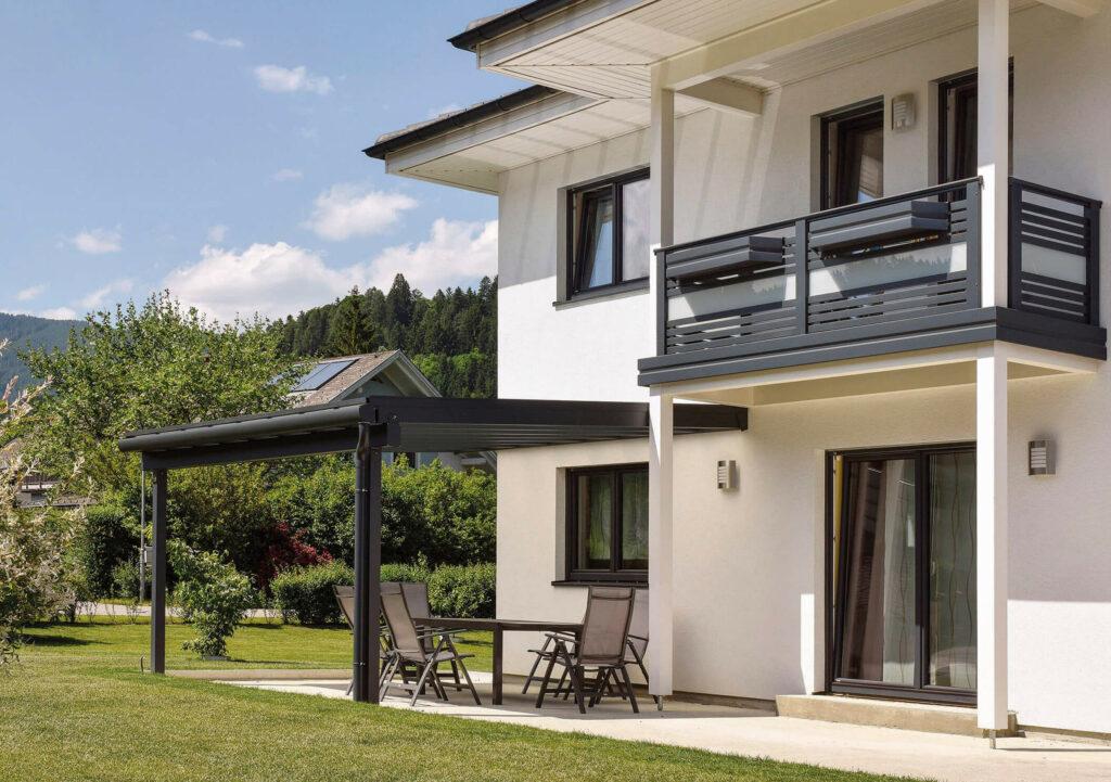Gelungene Terrassenüberdachung aus Aluminium