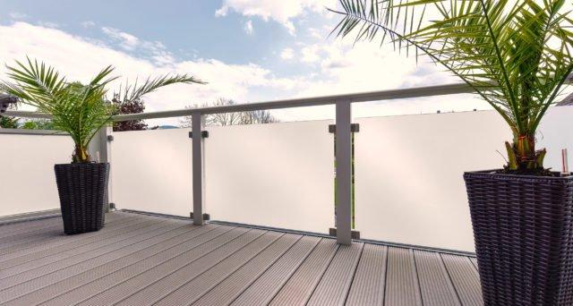 Gemütliches Terrassenflair mit Alu Design Glas Balkongeländer