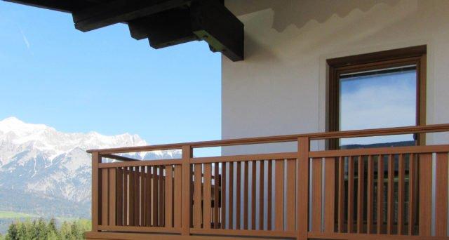 Blick in die Berge mit Alu Design Sölden Balkongeländer