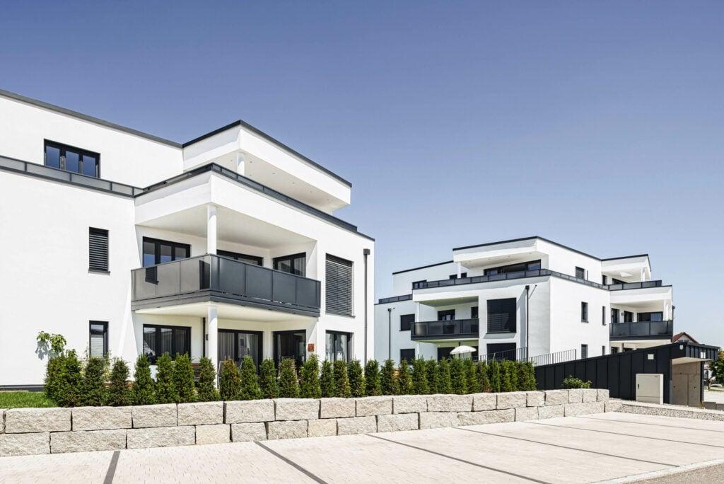 Moderne Architektur in der Wohnungswirtschaft mit Alu Design Vision Balkongeländer