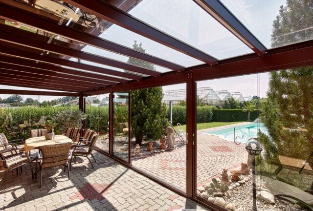 sommergarten terrasse glas alu dach mit glas schiebeelementen
